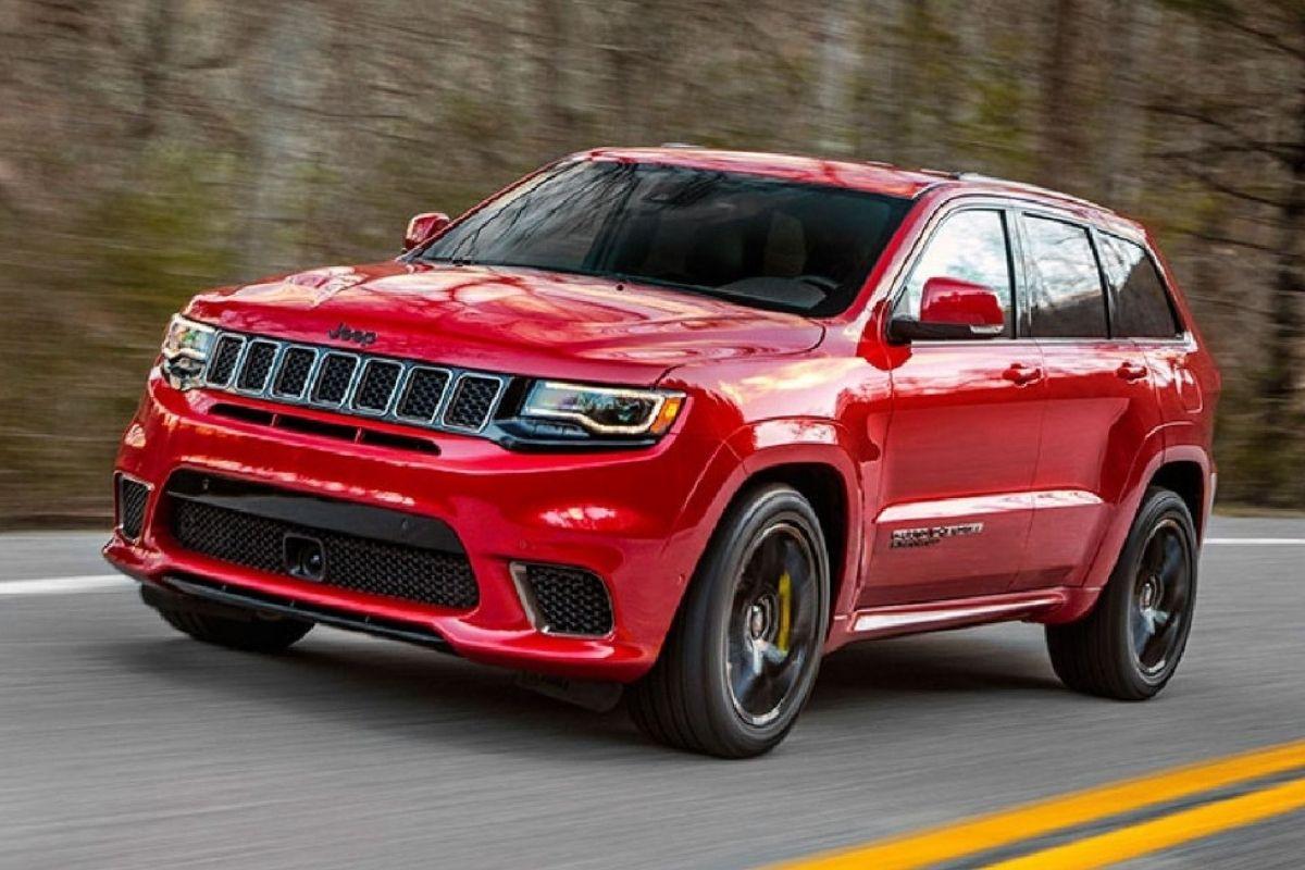Um Jeep Grand Cherokee Trackhawk está vindo