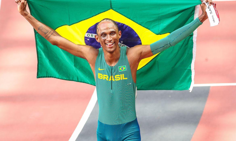 olimpiada:-alison-dos-santos-e-bronze-nos-400-m-com-barreiras