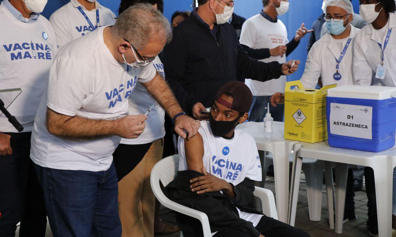 covid-19:-queiroga-pede-que-brasileiros-se-imunizem-com-a-segunda-dose