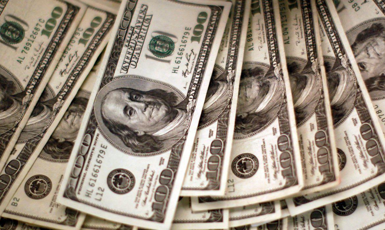 dolar-bate-em-r$-5,27,-mas-termina-dia-vendido-a-r$-5,19