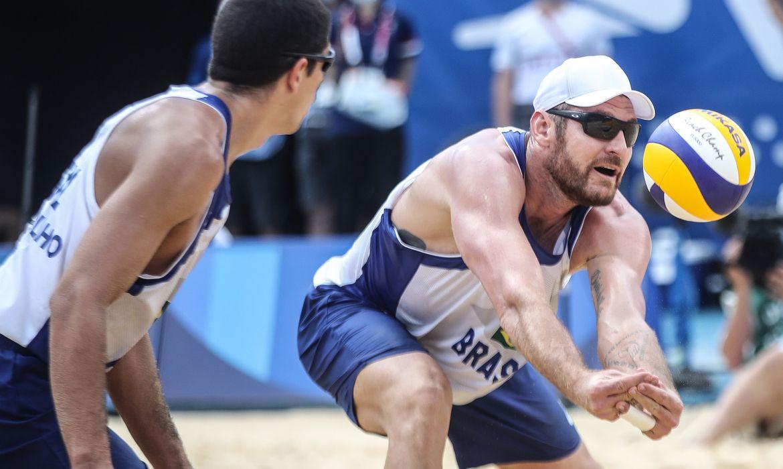 olimpiada:-alison-e-alvaro-filho-caem-no-volei-de-praia