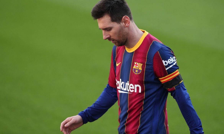 barcelona-anuncia-saida-de-messi-por-obstaculos-contratuais
