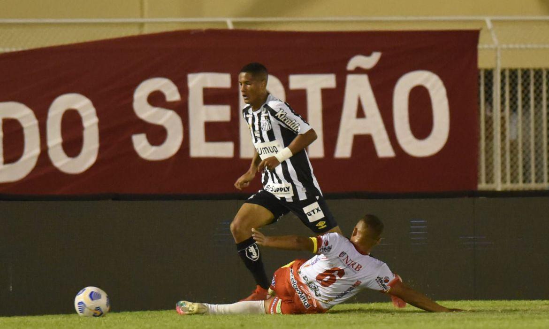 apesar-de-derrota,-santos-avanca-na-copa-do-brasil