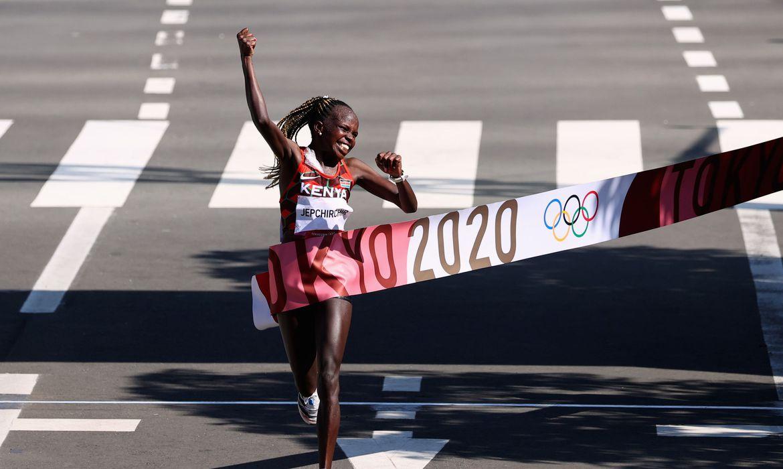 quenia-faz-dobradinha-na-maratona-feminina-em-toquio