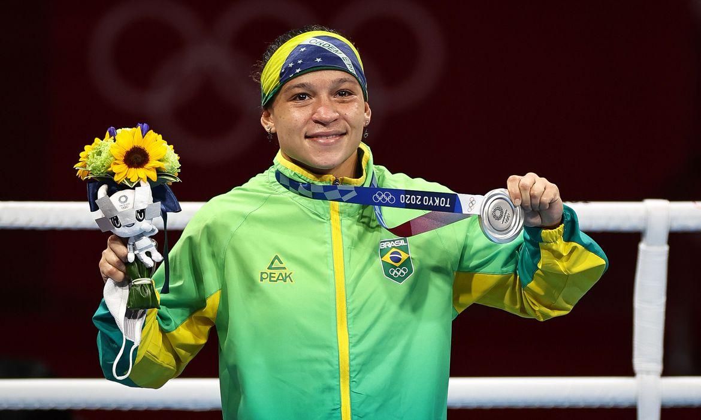 olimpiada-de-toquio:-bia-ferreira-conquista-prata-no-boxe