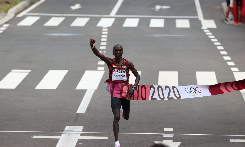 olimpiada:-queniano-eliud-kipchoge-conquista-ouro-na-maratona