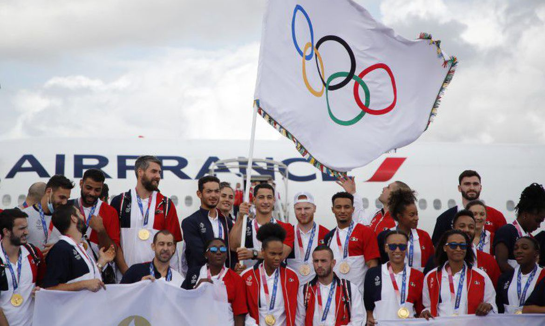 """franca-recebe-bandeira-olimpica-e-promete-""""jogos-para-as-pessoas"""""""