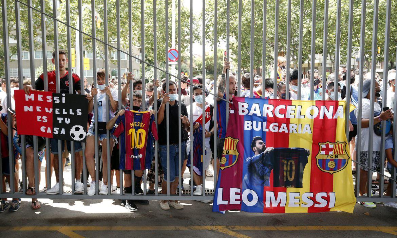 torcedores-do-barcelona-ficam-arrasados-com-saida-de-messi
