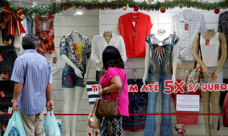 vendas-no-comercio-varejista-caem-1,7%-em-junho,-aponta-ibge