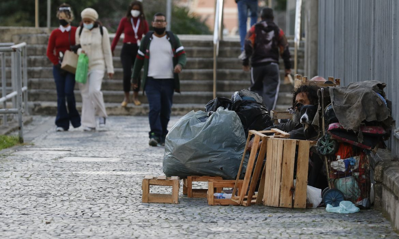 rio:-ex-morador-de-rua-agora-ajuda-quem-esta-nesta-condicao