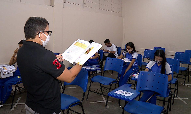 covid-19:-rede-publica-em-manaus-comeca-aulas-100%-presenciais