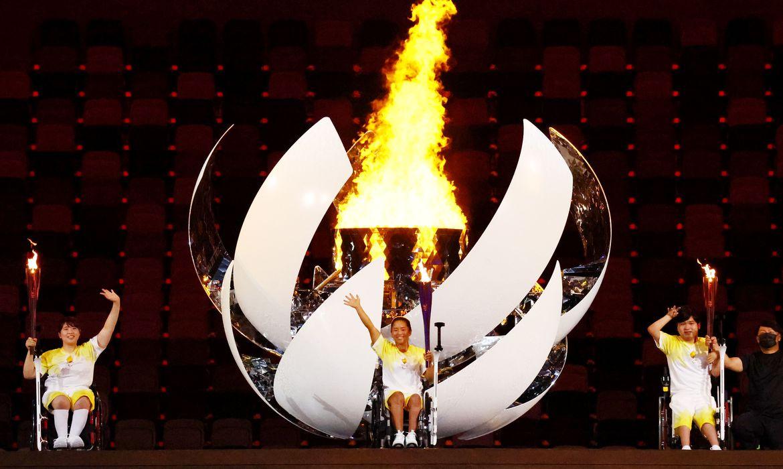 tres-atletas-acendem-pira-paralimpica-dos-jogos-de-toquio