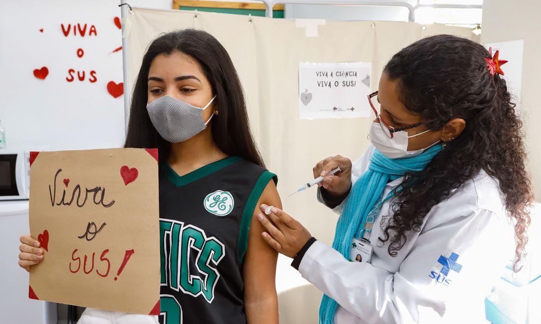 covid-19:-mais-de-um-milhao-de-adolescentes-ja-foram-vacinados
