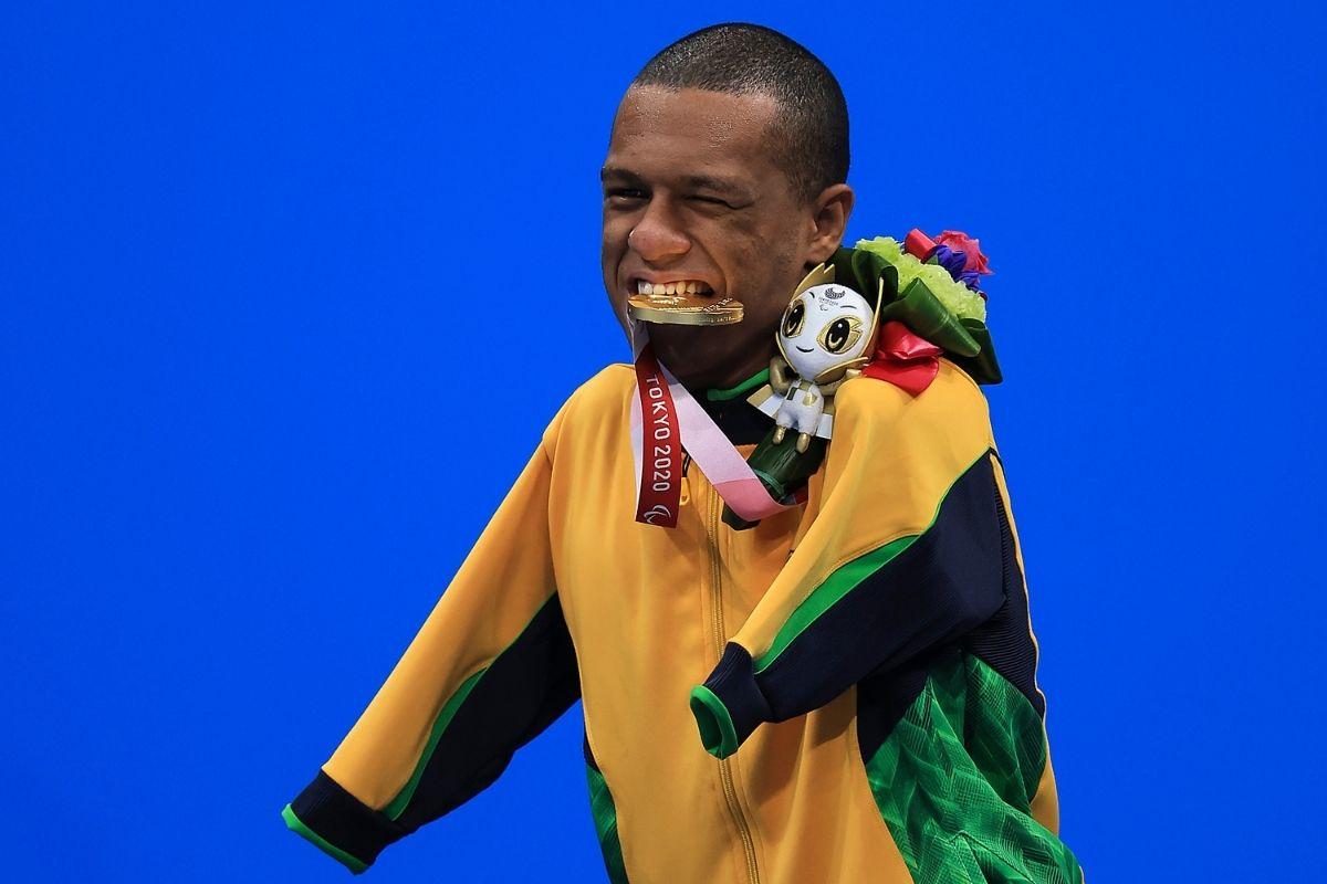 brasil-leva-mais-dois-ouros-e-um-bronze-na-natacao-em-toquio