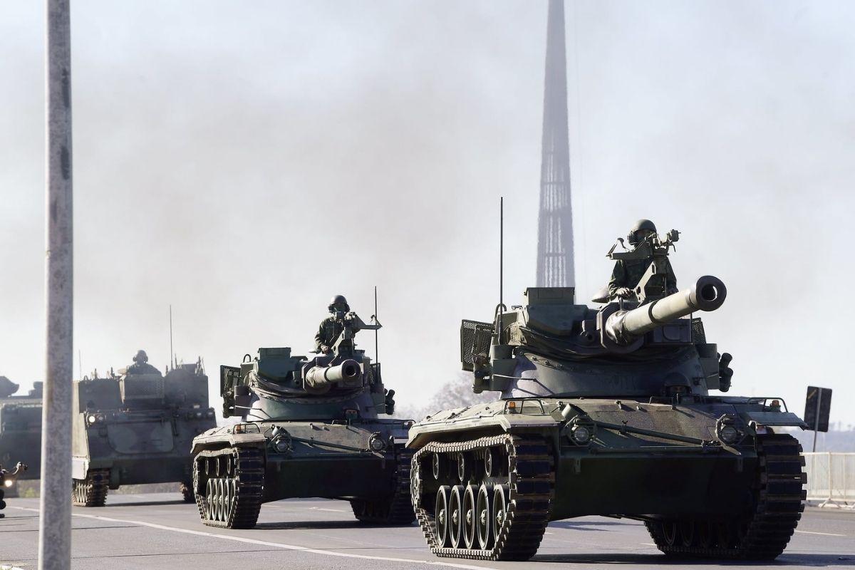 Forças Armadas realizam demonstração simulada de operação militar