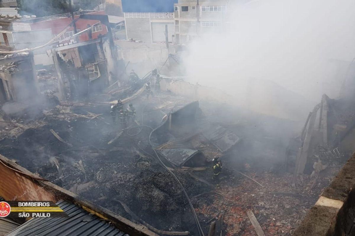 incendio-em-industria-em-barueri-deixa-tres-mortos
