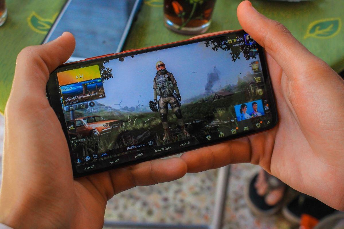 Mais de 60% dos brasileiros gastam dinheiro em jogos online no celular