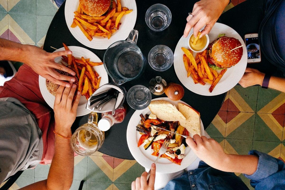 Pandemia provoca aumento em casos de transtorno de compulsão alimentar