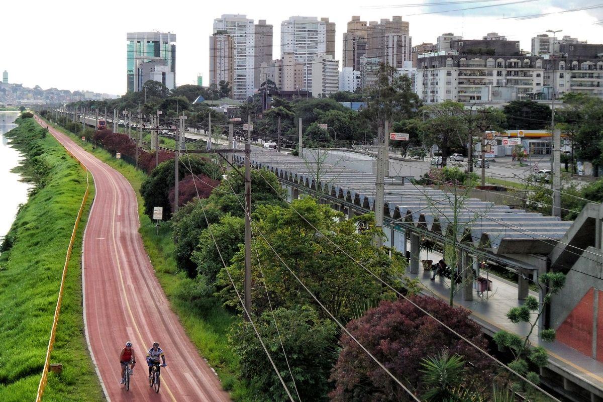 São Paulo estrutura de obra do metrô cai no Rio Pinheiros