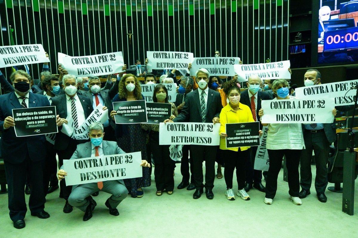 Servidores públicos aderem a greve geral contra reforma administrativa