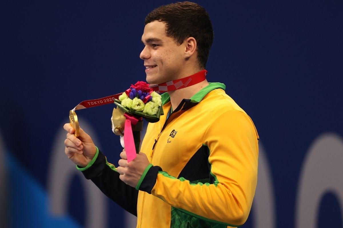 Tóquio Gabriel Bandeira fatura ouro e Gabrielzinho prata na natação