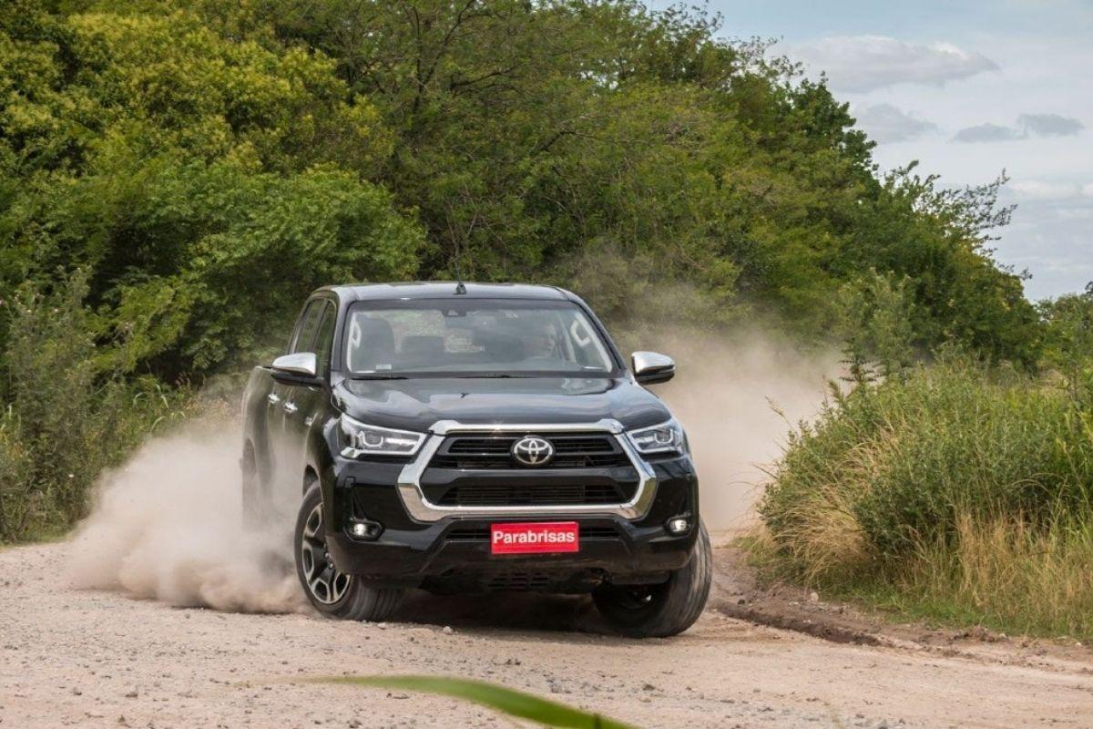 Toyota Hilux e Land Cruiser Prado terão motor híbrido-diesel