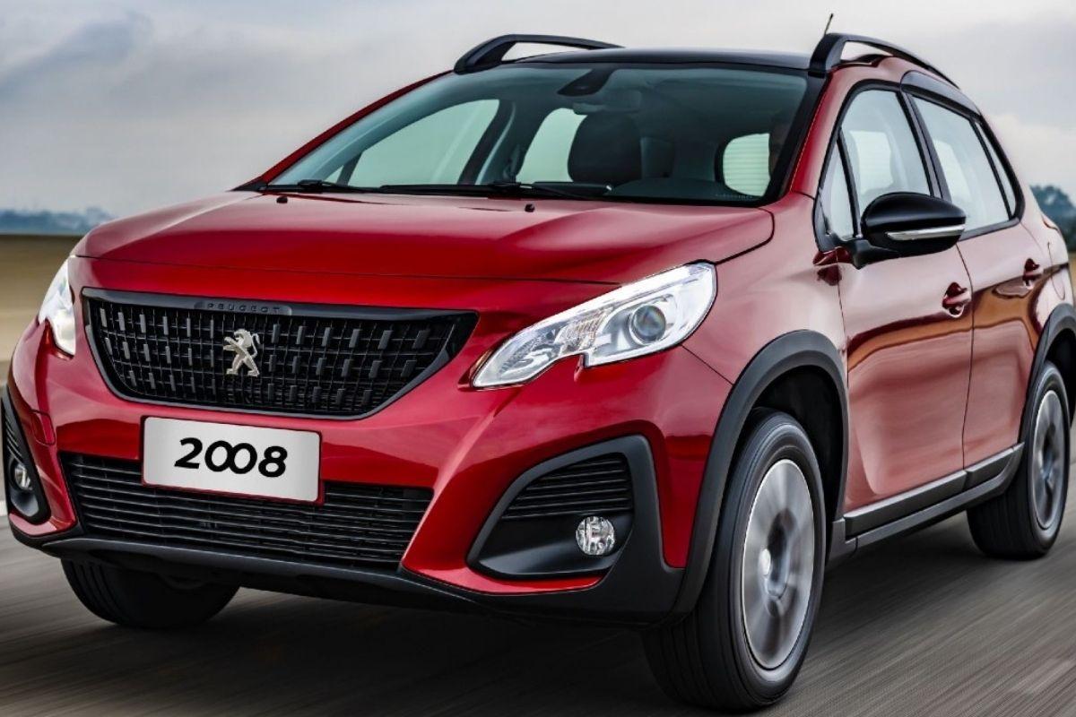 Um novo restyling está chegando para o Peugeot 2008