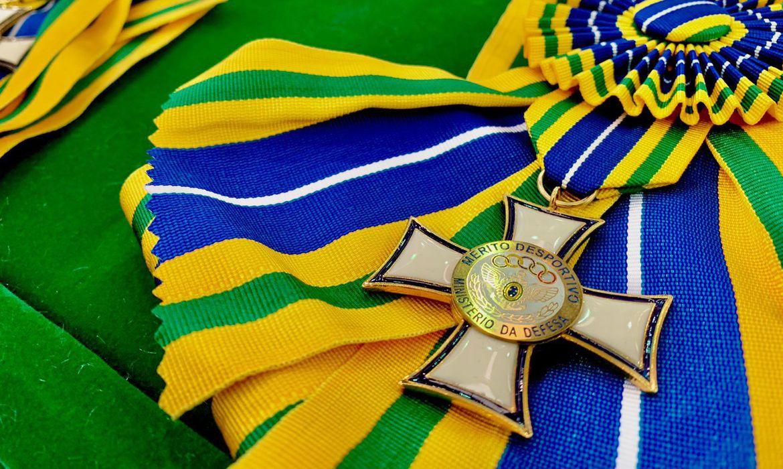 bolsonaro-entrega-medalhas-a-campeoes-olimpicos-militares,-no-rio
