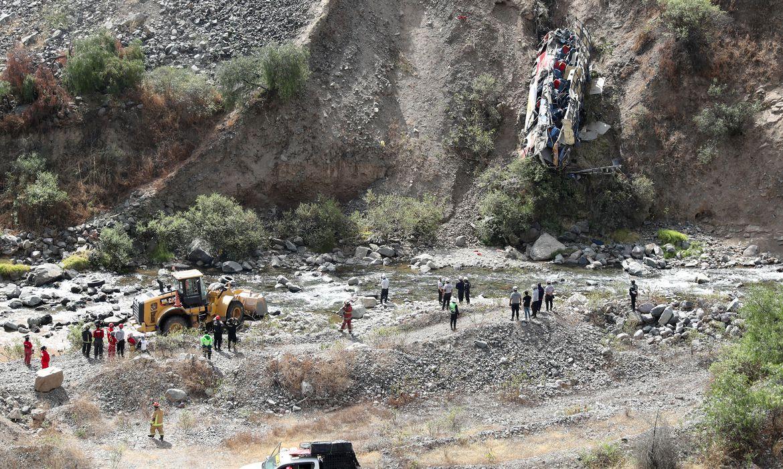 acidente-no-peru-deixa-pelo-menos-33-mortos-e-20-feridos