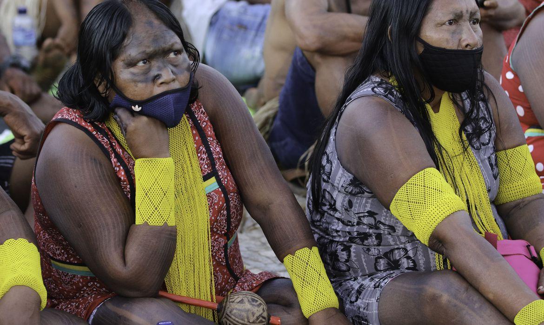 indios-marcham-pelo-centro-de-brasilia-e-fazem-reivindicacoes