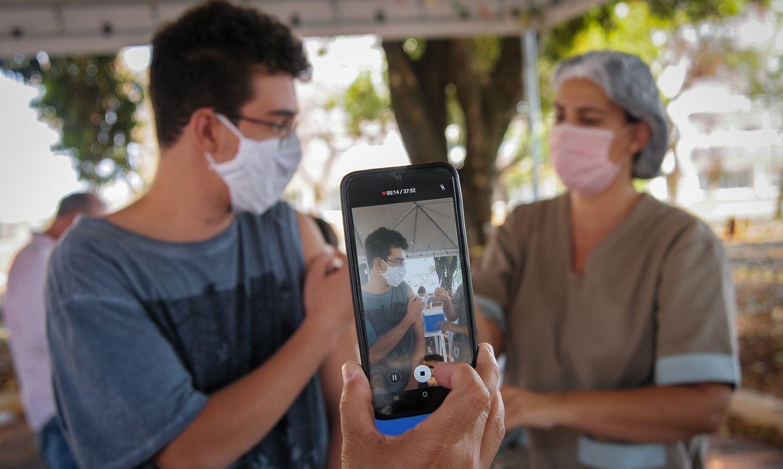 sociedade-brasileira-de-pediatria-defende-vacinacao-em-adolescentes