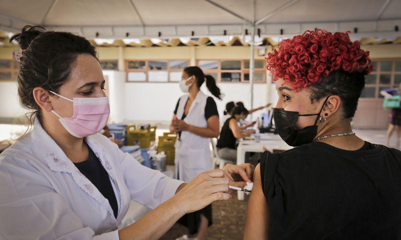 rio-recebe-mais-de-800-mil-doses-de-vacina-contra-a-covid-19