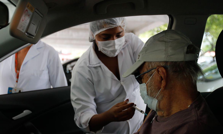 rio:-idosos-que-se-vacinaram-em-fevereiro-podem-tomar-dose-de-reforco