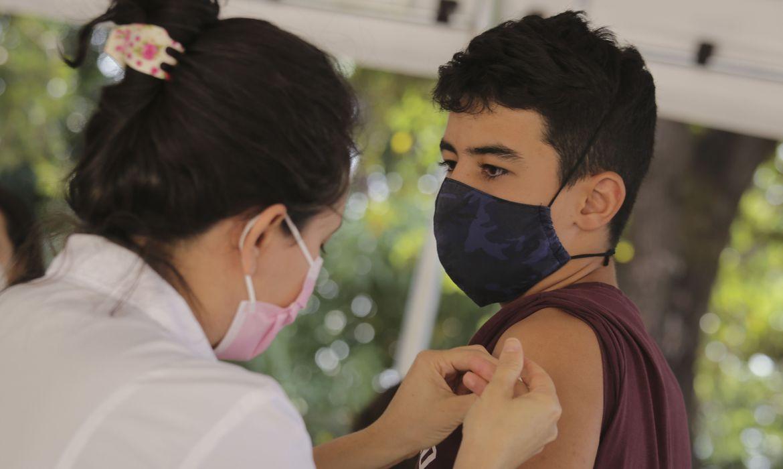 covid-19:-distrito-federal-anuncia-vacinacao-para-faixa-de-12-anos