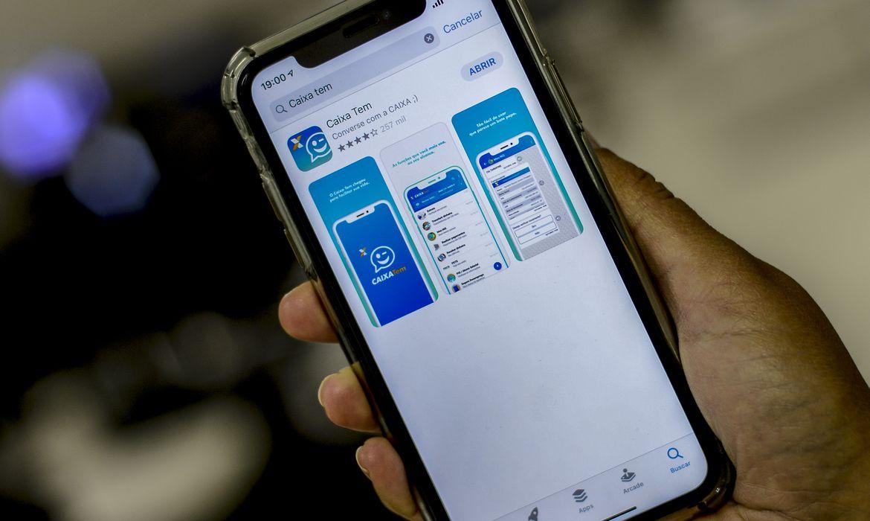 caixa-oferece-credito-de-r$-300-a-r$-1-mil-pelo-celular