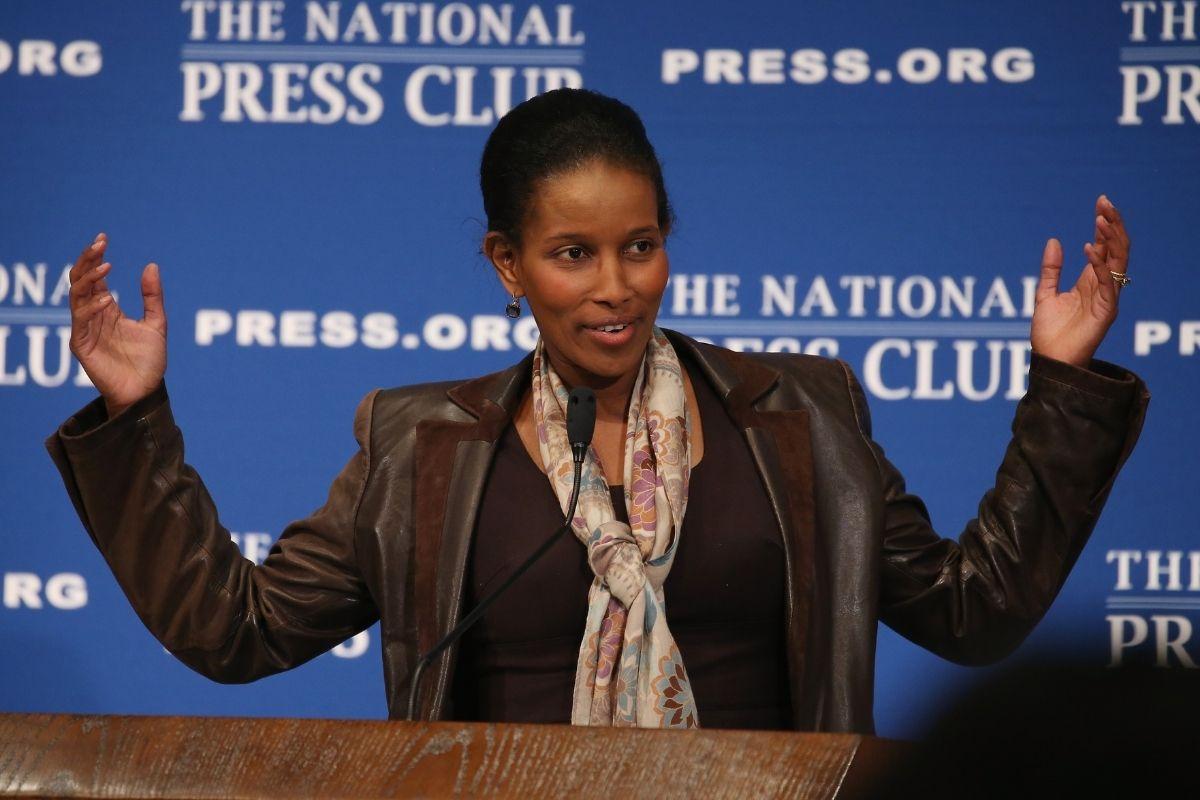 """Ayaan Hirsi Ali """"A China tem o Afeganistão servido de bandeja"""