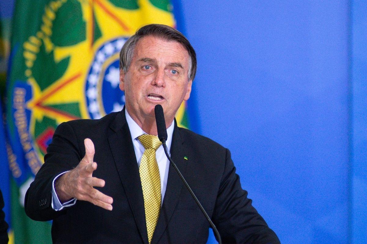 Bolsonaro eleva alíquota do IOF para custear Auxílio Brasil
