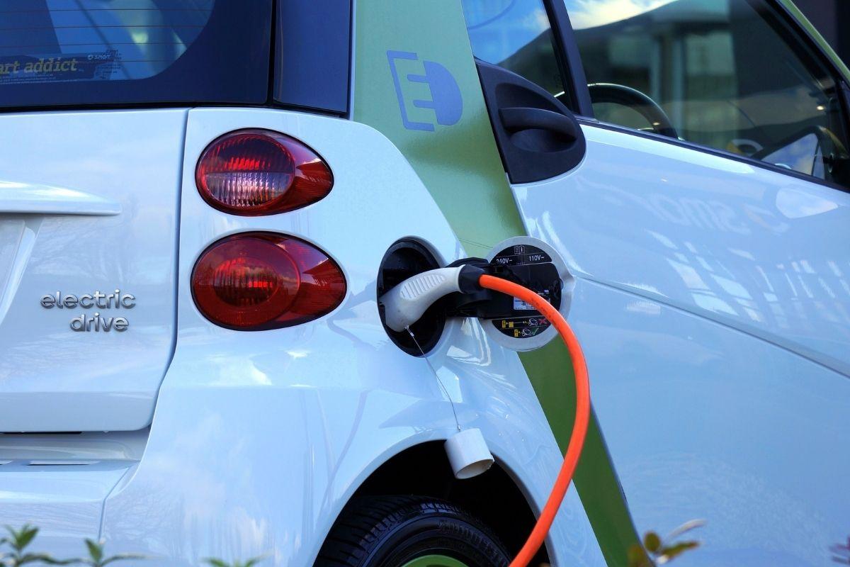 Nissan e seu processo para recuperar 98% das terras raras em motores elétricos