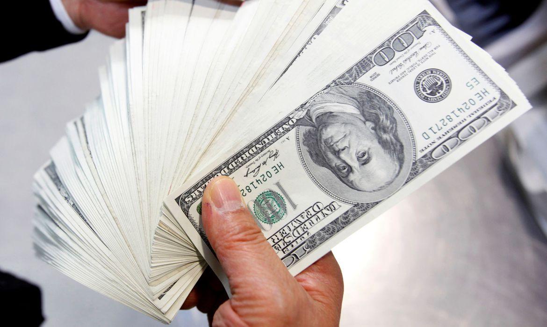 dolar-fecha-com-maior-alta-desde-abril,-custando-r$-5,537