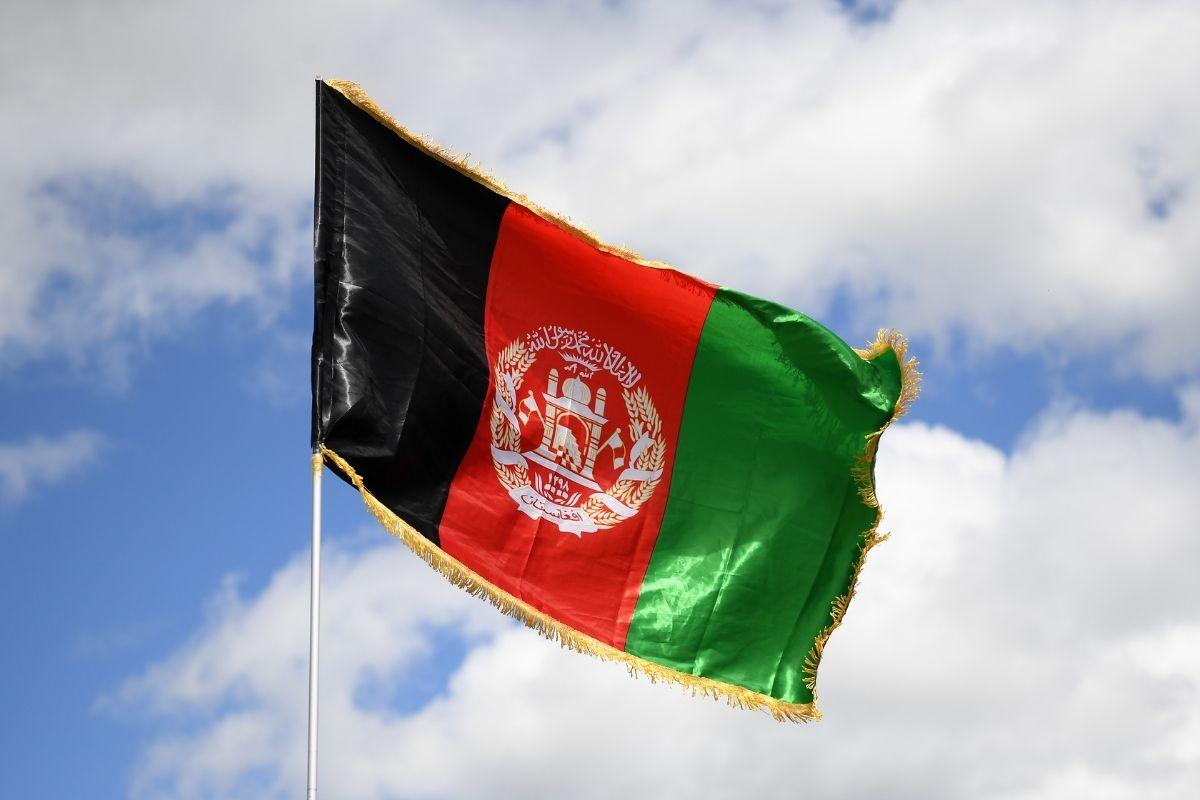 Explosão em mesquita no Afeganistão deixa pelo menos 100 mortos